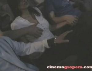 映画館で上映中の暗闇の中で周りの男達から痴漢される巨乳お姉さん