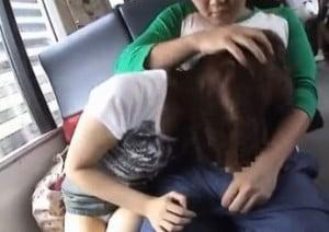 電車内の相席の隣に座っていた女子が痴漢され強制イラマチオさせられる