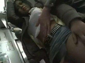 泥酔して今にも倒れそうなギャルに対して電車内で痴漢する動画