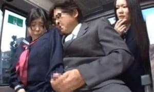 バスの座席で痴漢されるJKを後ろで見てたJKが欲情してSEXする