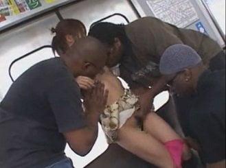 電車の中で黒人に痴漢され太い肉棒をイラマチオさせられるお姉さん