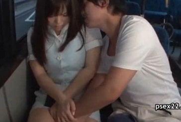 バスで隣に座ってきた男に痴漢されるムチムチボディの美人OLの動画