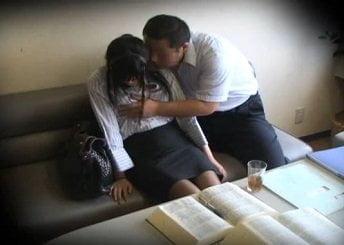 雇った弁護士の美人お姉さんを眠らせて昏睡レイプする動画