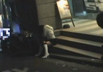 繁華街で泥酔して座り込んでいたギャルをトイレで痴漢レイプする動画