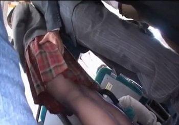 バスの中でパンストの中に手を突っ込まれながら痴漢され迷惑がるJK