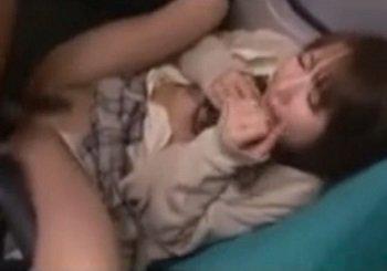 バスの中で眠ってたJKがパンチラ写メを撮られたり痴漢レイプされる
