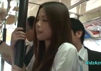 バスの車内で擦り付け痴漢された美人妻が欲求不満で腰を振り始める