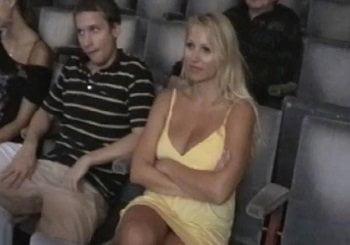 ダイナマイトボディ美女がこれから彼氏の隣でこっそり痴漢されます