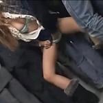 満員電車でパンツの中にローターを突っ込まれガニ股で痙攣する女