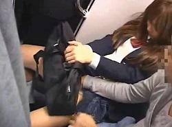 満員電車で痴漢されたJKがパンツをビチャビチャに濡らす動画