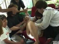 無修正-痴漢体験で複数の男達からバス内で体を弄ばれるお姉さん