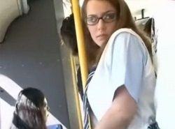 こんな美形金髪インテリメガネJKがバスで痴漢され野外で中出しされる動画
