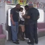 電車で黒人達に痴漢された制服JKが巨根強制イラマチオ