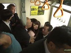 通勤電車で痴漢されている事を旦那に言えない人妻OL