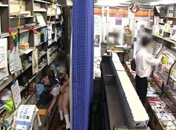 強力な媚薬を使われたJKが本屋の裏方で痴漢レイプされる動画