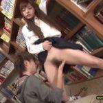 媚薬でムズムズ股間が収まらず痴漢魔の行為を図書館で受け入れるJK