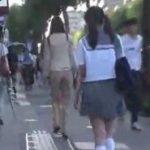 好みのお姉さんを見つけては媚薬レズ痴漢を決行する制服JK動画