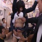 痴漢されて感じてる自分の写真を見せられたJKが電車で集団痴漢される動画
