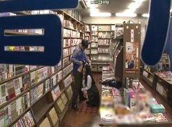 本屋で立ち読み中の女子校生が変態店員に立ち素股痴漢される動画