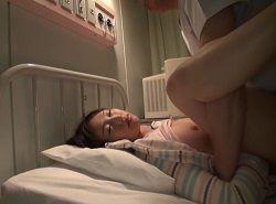 夜間消灯後に昏睡させた可愛い童系女子をベットでハメる変態医師動画