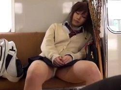 電車の正面座席で無防備パンチラ熟睡してた好きなJKをトイレでハメる動画