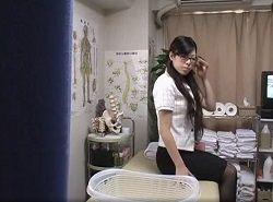 腰痛改善のために整体へ来たOLをエロマッサージする整体師