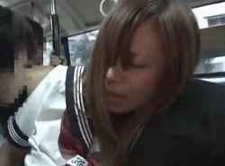 バスの中でOK制服ギャルを痴漢して男子トイレでハメる動画
