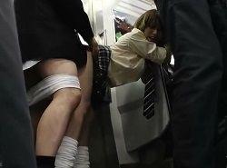 電車でカネを渡せば痴漢や中出しまでさせてくれるギャルJK