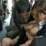 童顔巨乳女子がバスの車内で両隣の男から痴漢レイプで汚される動画