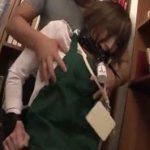 美人図書館司書が本棚整理中に口姦バイブ痴漢される動画