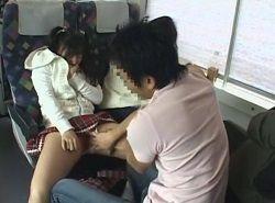新幹線の座席で痴漢された女子が観光地のトイレで激ハメされる動画