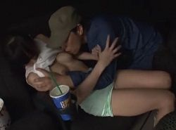 彼氏に仕組まれてるとは知らず映画館で痴漢レイプされる美女動画