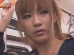 「私は淫乱女です」という貼り紙を見た男達から集団痴漢されるギャル動画