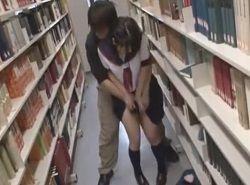 痴漢魔にスクール水着にさせられたJKが図書館で激ハメされる動画