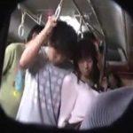バスの車内で痴漢集団に囲まれながら痴漢レイプAV撮影される人妻動画