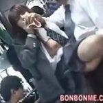 鬼畜痴漢魔にバスの中で激しいピストン挿入される制服女子校生動画