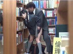 パンツを脱がされて逃げられない状況の中図書館痴漢レイプされるJK動画
