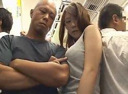 満員電車状況を利用した痴漢魔にボインを沢山触られるお姉さん動画