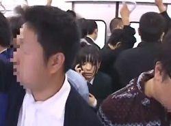 電車で媚薬痴漢されフラフラしたJKがお持ち帰りハメされる動画