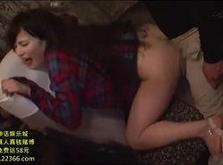 夜行バスで感度痴漢された美女が完全理性崩壊する動画