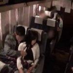 夜行バスで痴漢された巨乳美女が潮吹きイカされ巨根ピストンに理性崩壊