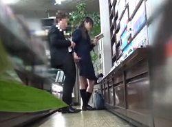 巷で噂の本屋で痴漢させてくれる清純系JK動画
