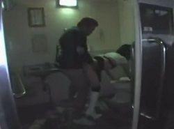 ベロンベロンに泥酔中のギャルが街中で拾われトイレで痴漢レイプ動画