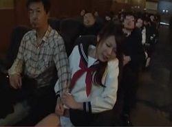一人映画鑑賞中に劇場内で痴漢レイプされる制服JK動画