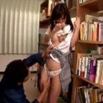 潮吹きするほど図書館で痴漢される可愛い女子校生