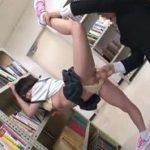 軟体姿で図書館痴漢されたチアガール部JKが潮吹き絶頂味わう動画