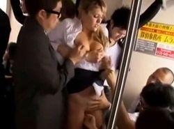 むちむち巨尻海外ブロンドOLが日本電車で集団痴漢レイプされる動画