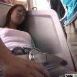電車で熟睡しているギャルを痴漢して目を覚ましても続けるエロ動画