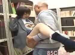 乳首をツンツン舐められながら図書館チカンレイプに感じてしまう巨乳JK