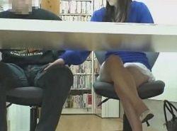大好きな逆痴漢を図書館で堪能する美脚痴女
